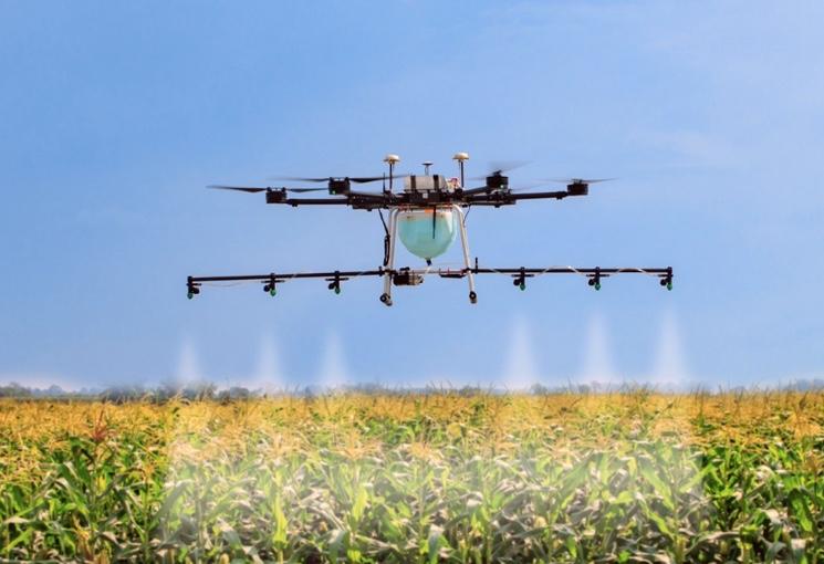 Добавление  в  растущую культуру пестицидов с помощью дрона