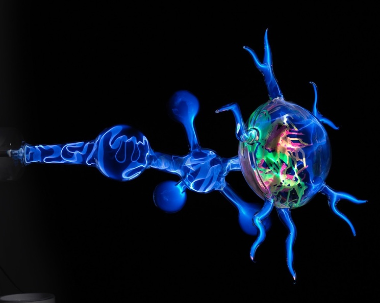 elektricheskiy-tok-v-gazakh-molniya-i-lyuminestsentnoye-svecheniye.jpg