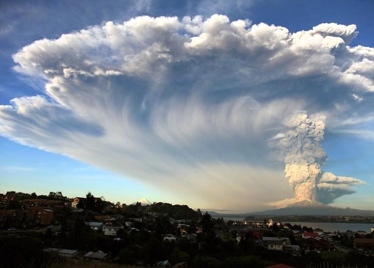 Фото извержения вулкана Кабулько Diego Main | AFP | Getty Images