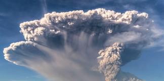 Вулкан Кабулько выбросил в атмосферу столб пепла и дыма