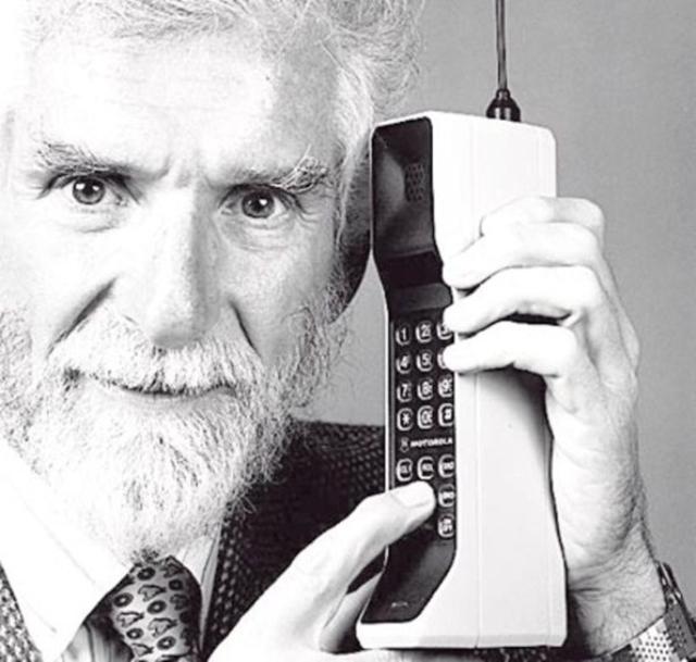 Motorola DynaTAC –так назывался первый в мире сотовый телефон