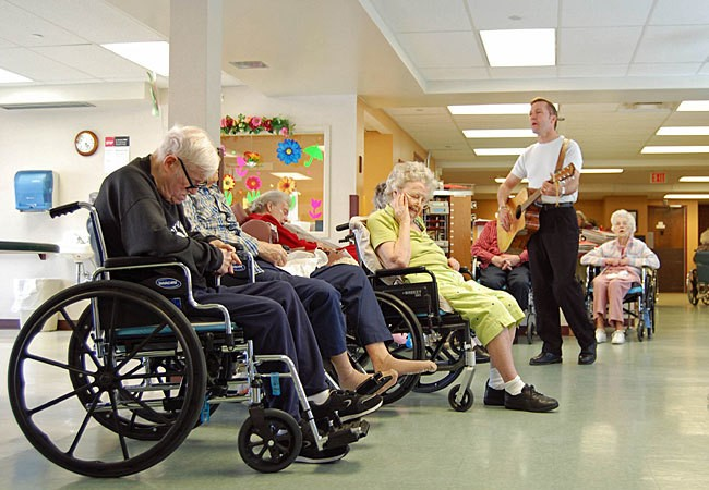 Что делать старикам на пенсии? Сеть пансионатов для пожилых людей «Долголетие»