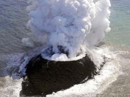 Образование вулканического острова в водах Японии