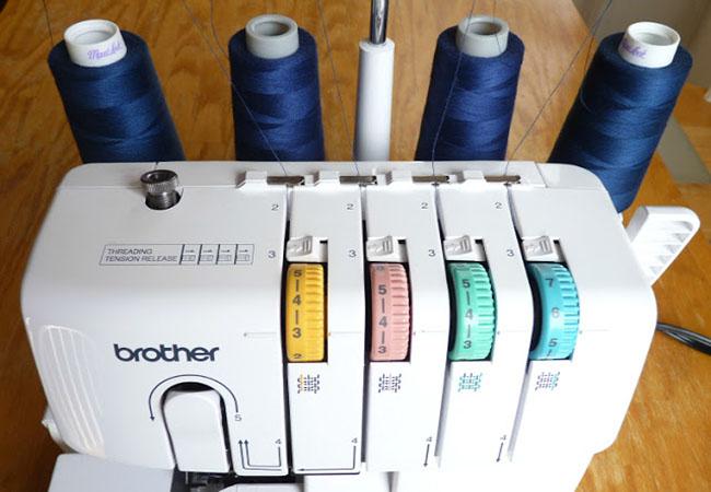 Профессиональные швейные машины типа оверлок