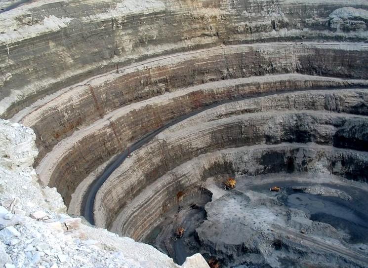 Как добывают алмазы в кимберлитовой трубке Мир