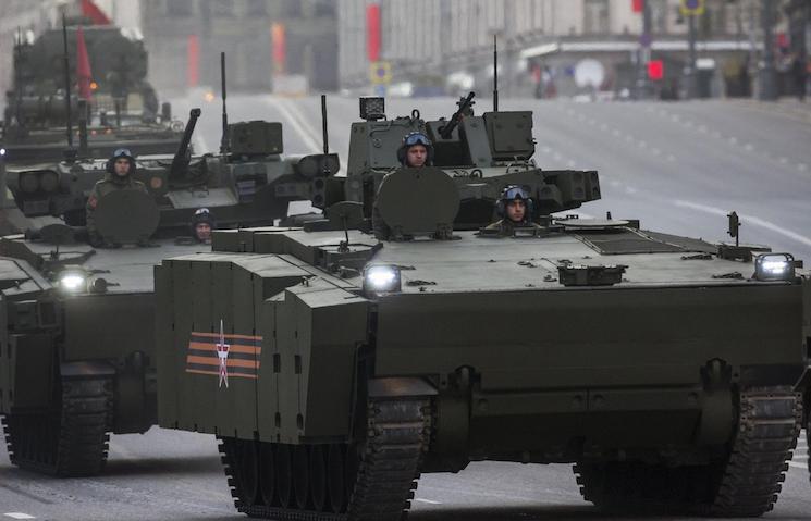 Курганец-25 на параде в Москве