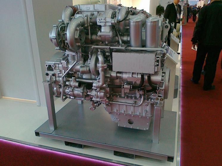 двигатель ЯМЗ-780 на Курганец-25