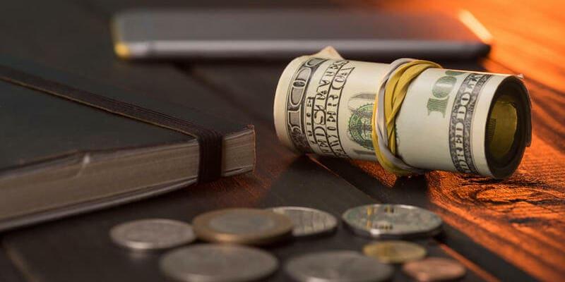 Разбор: куда инвестировать 100 тысяч рублей или $?