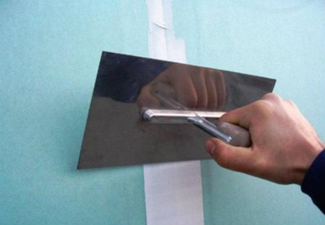 Шпатель для затирки плиточных швов: виды и правила работы с инструментом