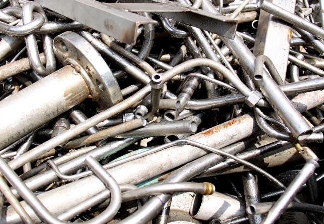 Польза из пришедших в непригодность металлических предметов (металлического металлолома)
