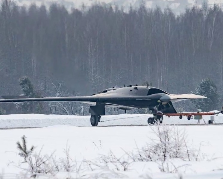 Новый беспилотник С-70 «Охотник» ударного типа