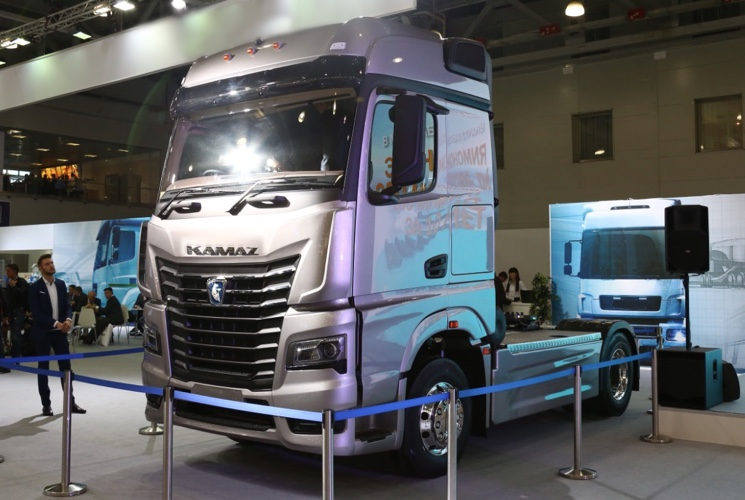 Новый магистральный седельный тягач КАМАЗ 54901 с двигателем P6