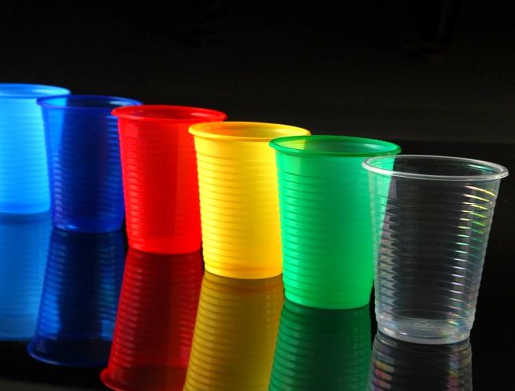 Одноразовые пластиковые стаканы