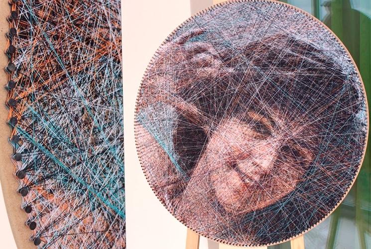 Ручное плетение из нитей на мольберте копий картин с помощью компьютерного алгоритма