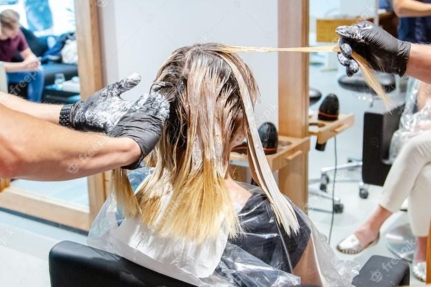 Качественные средства и профессионализм стилистов – залог красивого окрашивания волос