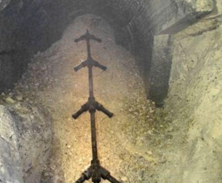 Многокаморное дальнобойное артиллерийское орудие установленное в каменных штольнях