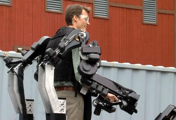 Телеуправляемый робот-трактор Ditch Witch