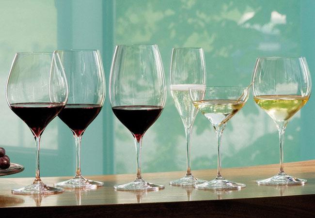 Выбор алкоголя и бокалов