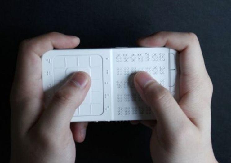 Shikun Sun смартфон для слепых на шрифте Брайля