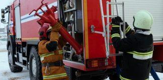 Снятие пожарной колонки пожарным с автомобиля