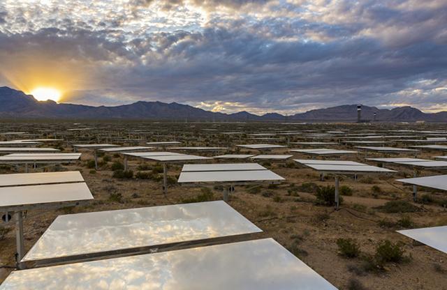 Зеркала на солнечной станции в Мохаве