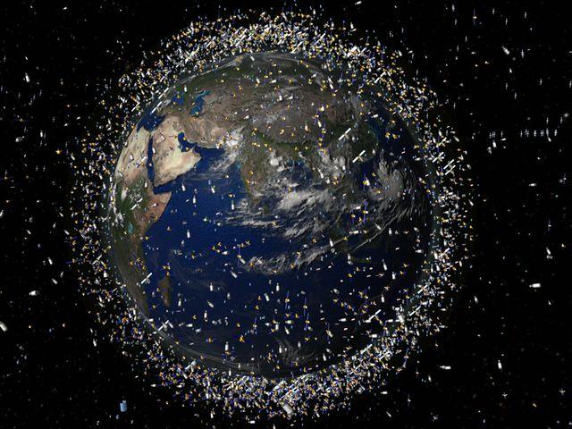 Земля в окружении искуственных спутников