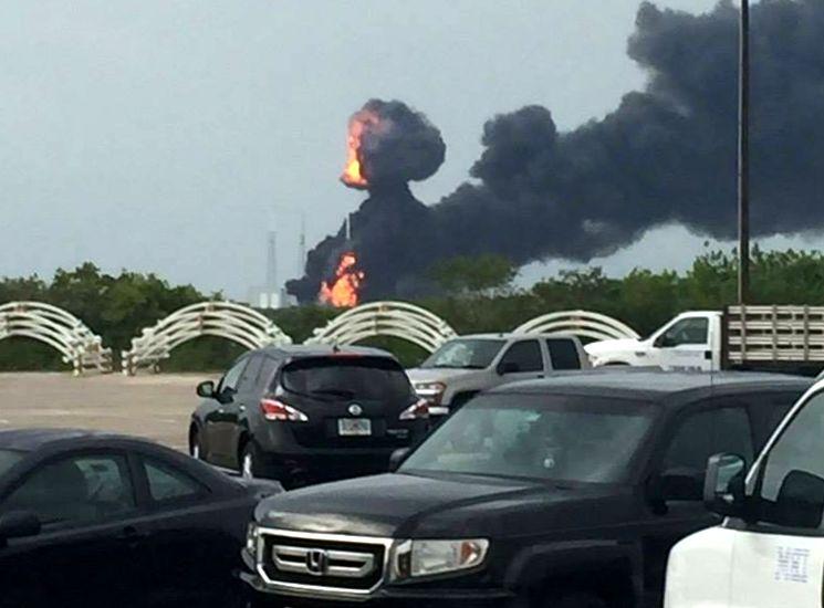 Взрыв ракеты-носителя Falcon 9 SpaceX