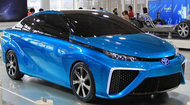 Toyota Mirai - первый серийный автомобиль на водороде