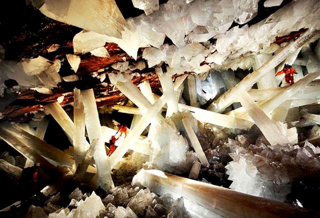 Гигантские кристаллы в пещерах шахты Найка, Мексика