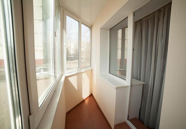 Холодное остекление балконов и лоджий пластиковыми окнами