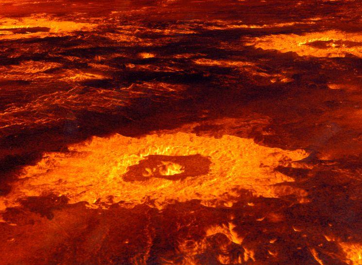 Кратеры на поверхности Венеры